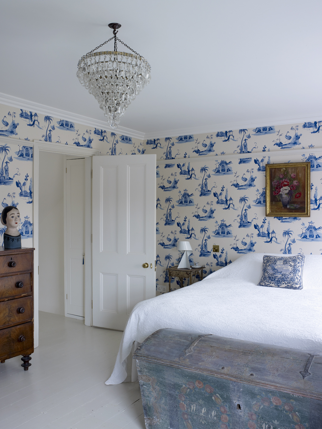 London Wallpaper For Bedrooms Home Tour Harriet Anstruthers Bright And Modern 1840s London