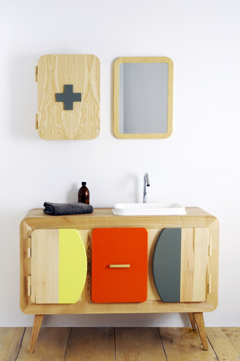 Sanijura jules bathroom furniture flodeau for Pharmacie de salle de bain