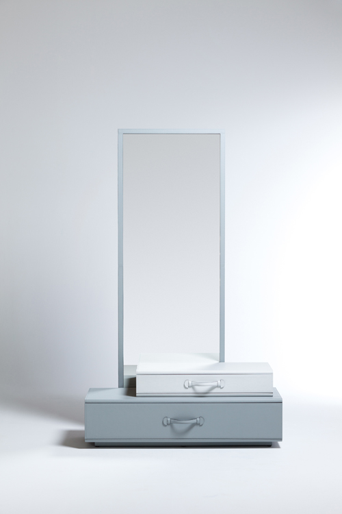 Mirror with suitcases by Maarten De Ceulaer | Quick Dose of Inspiration #43 | Flodeau.com